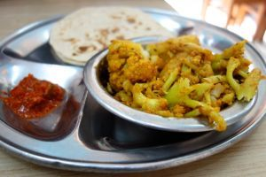 Gobi - Cauliflower without onion and garlic - authentic Indian vegan recipe from a small vegetarian restaurant in India (source: my personnal food and travel blog / vlog with recipes, authentic video recipes, street food, food and travel documentary, travel info and more. Welcome! :) )