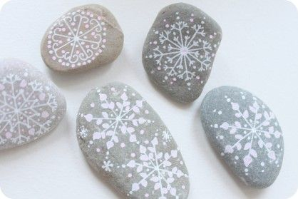 Xmas-snowflakes tutorial.... You'l see the secret for making pretty snowflakes!