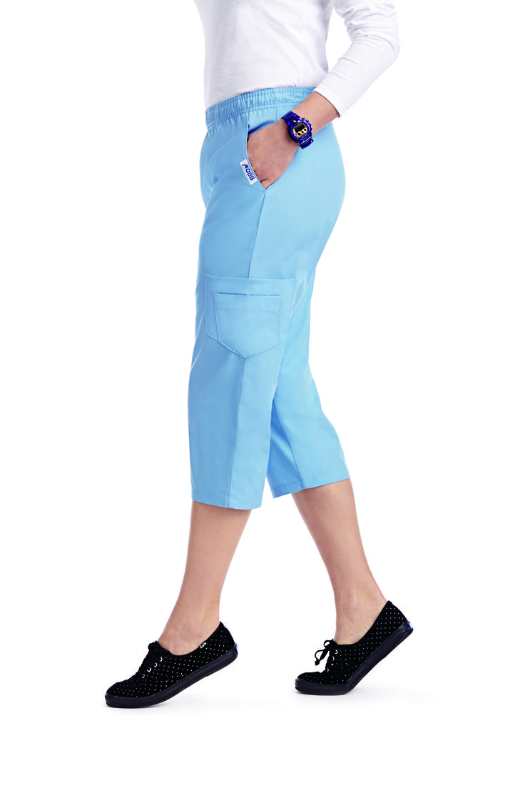 With the same style of the Flip Flap Scrub Pant but with the added comfort of a Capri Pant. Great for warmer climates and work environments. Features a MOBB logo waistband and a total of 5 pockets