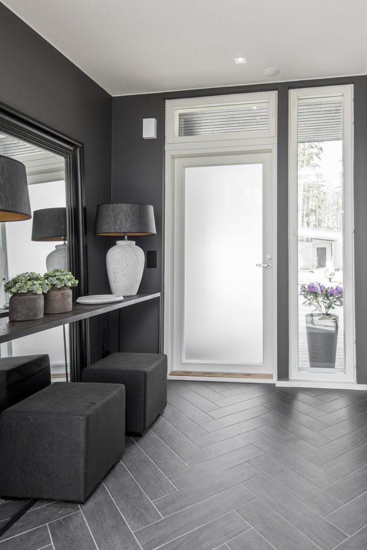 Eteisen laattalattia on tehty kalanruotoladonnalla Design-Talo Palassa Mikkelissä.