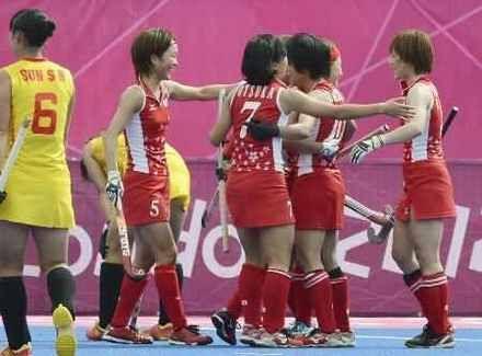 中国に勝利し、喜ぶ中川(5)、山本(右端)ら=リバーバンクアリーナ(共同)