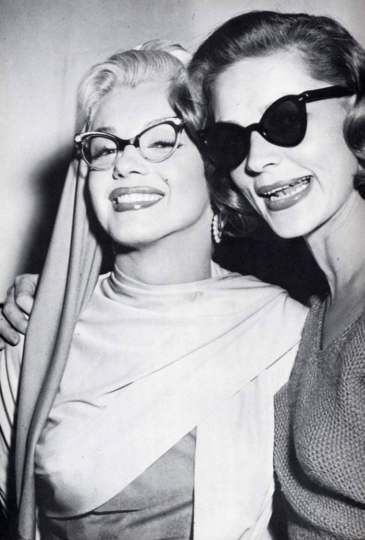 Marylin Monroe and Lauren Becall : Marilyn Monroe, Cat Eye, Laurenbacall, Lauren Bacall, Glass, Marilynmonroe, Norma Jean, Photo