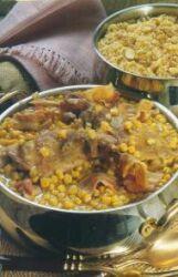 Υλικά για 4 άτομα ½ κιλό παπαρδέλες ή ταλιατέλες 4 κουταλιές βούτυρο φρέσκο 1 κουνέλι κομμένο σε μερίδες 100 γραμ μπέικον ψιλοκο...