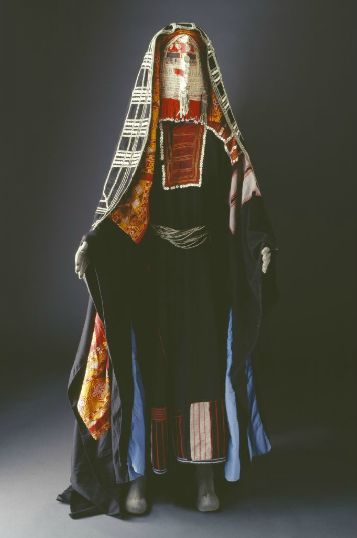 Traditional Costume Of The Harb Tribe Of Saudi Arabia -6359