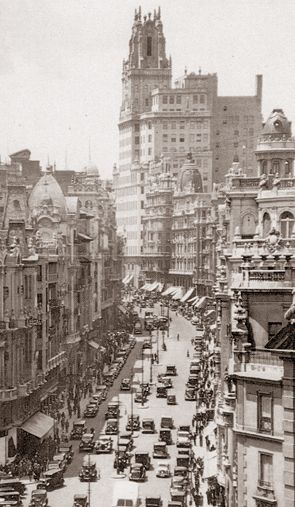 Spain. Gran Vía, Madrid, 1935  // Unknown photographer | Archivo Ediciones La Librería (Madrid)
