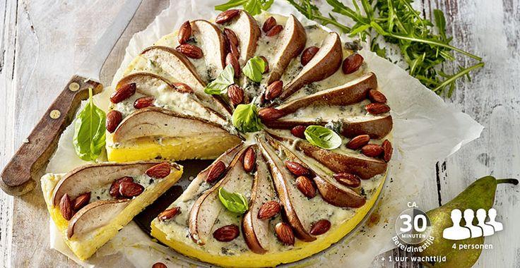 Polentataartje met peer, basilicum, gorgonzola en amandelen