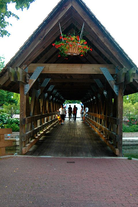 Riverwalk in Naperville, IL // Was in Naperville last year and loved it. So much charm and warmth typical of Midwest small towns. Close to Chicago, too.