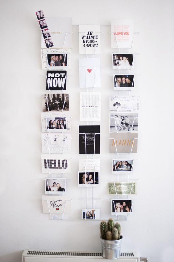Un mur décoré par un porte carte postale #deco #mur #ideas