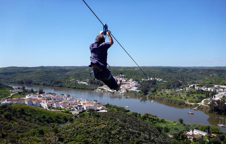 Cruza el río Guadiana a 75 km/h en tirolina, Huelva hasta Alcoutim en el Algarve portugués.