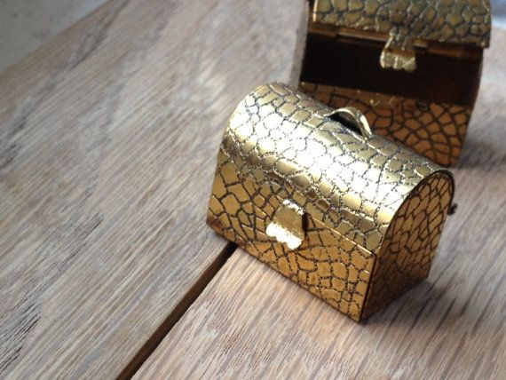 Large Locket Pendant Trunk, Chest, Pill Box Antiqued Brass - make necklace or altered art keepsake container DIY - (AA33) op Etsy, 4,26 €
