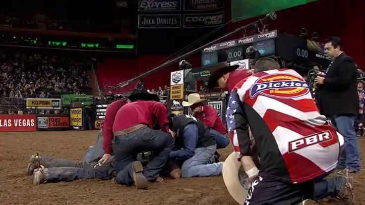 WRECK: Cochise takes out Silvano Alves (PBR) - Published on Jan 16, 2016 WRECK: Cochise takes out Silvano Alves in the 2016 PBR 15/15 Bucking Battle in New York City. Cochise knocks Alves out. This is one bull you better watch out for after you get bucked off.