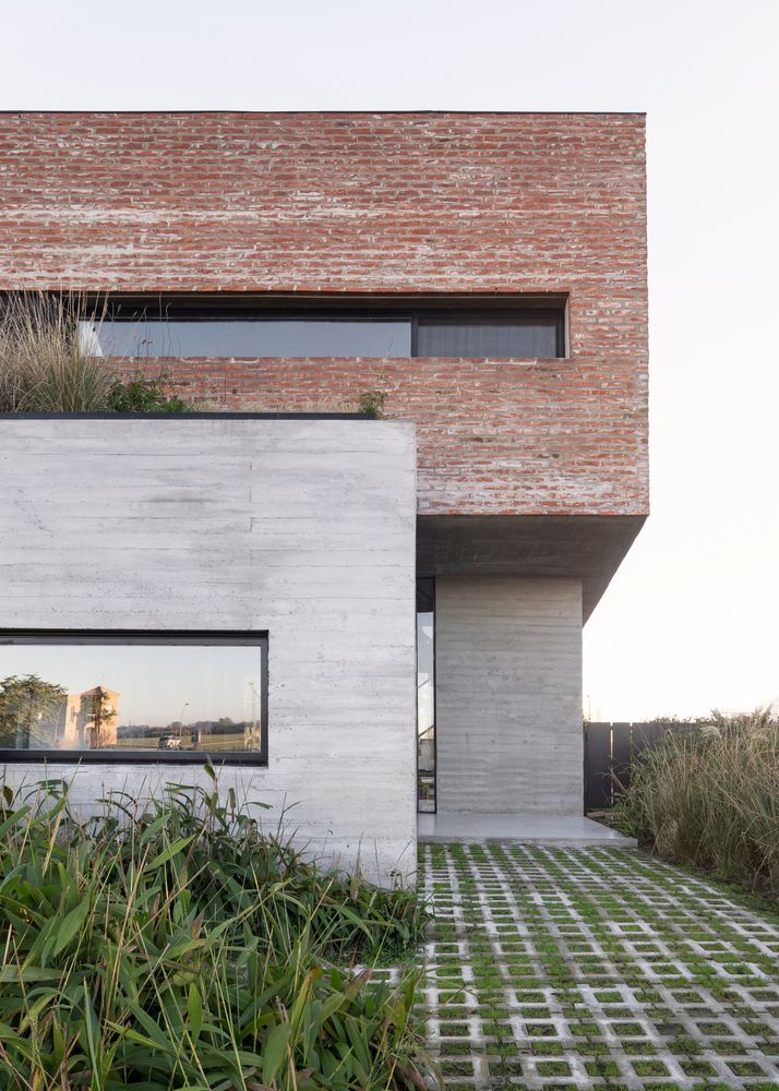 Brick Wall House Combined With Concrete And Wood In The Interior 15 Images Art Facade Brick Facade Facade House Brick Architecture