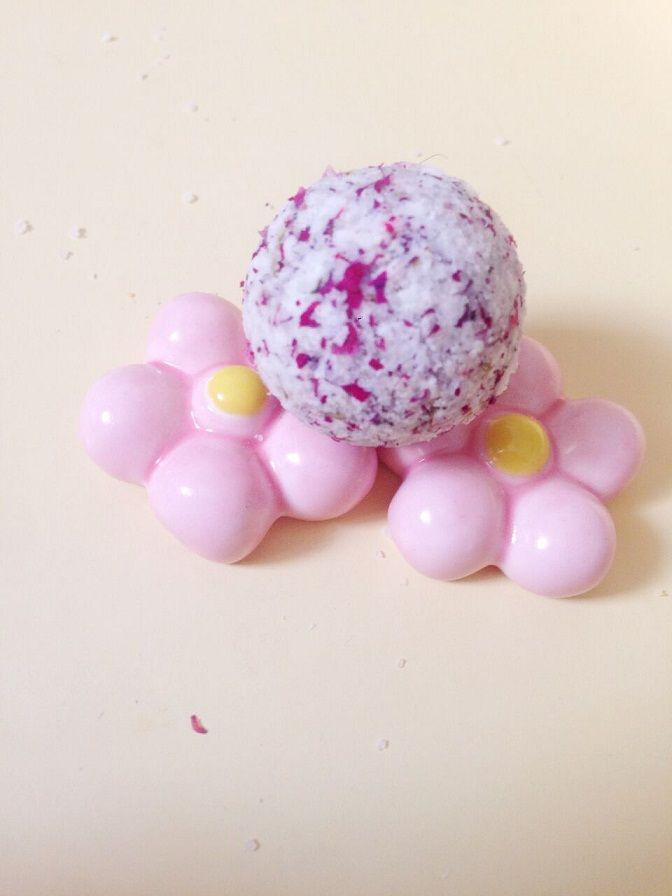 Купить товар10PCE / LOT ванна бомбы природный розовый лаванда суть соли для ванн отбеливания кожи увлажняющий бесплатная доставка в категории Для ваннойна AliExpress.        Пакет: ванна бомбы * 10 шт. (100 г)                 Размер: 10 г/шт.                    Примечание