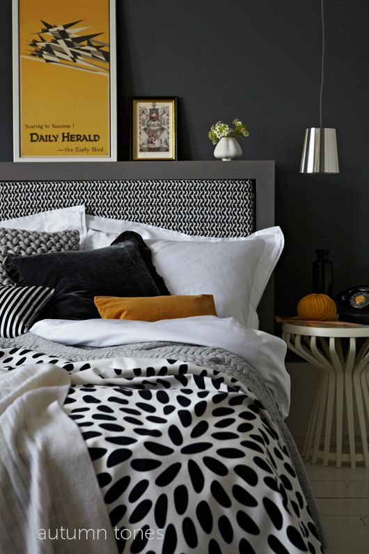 Dots, stripes and coziness in bed: Home Magazines, Pattern, Black And White, Bedrooms Design, Yellow Bedrooms, Black White, Colors Schemes, Bedrooms Decor, Dark Wall