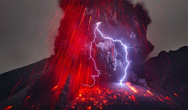 Japan's Phenomenal Volcanic Lightning Photographed by Martin Rietze