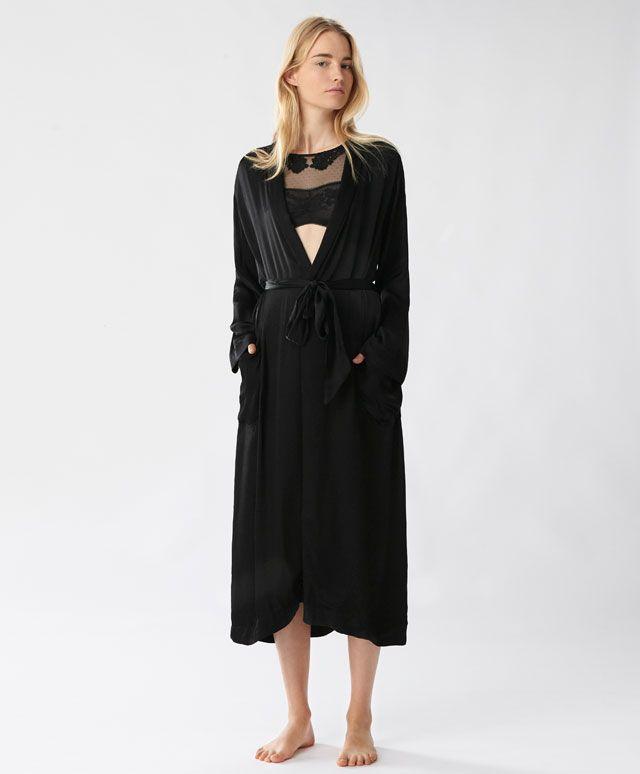 Длинный халат в восточном стиле, с сатинированной отделкой - null - Тенденции женской моды весна лето 2017 на Oysho онлайн: нижнее белье, спортивная одежда, пижамы, купальники, бикини, боди, ночные рубашки, аксессуары, обувь и аксессуары. Модели для каждой женщины!