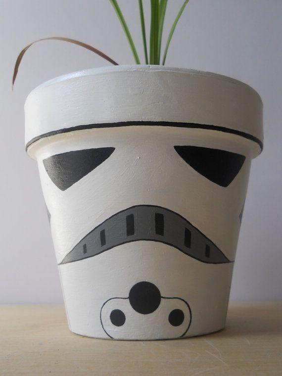Stormtrooper Star Wars painted flower pot por GingerPots en Etsy, $24,00