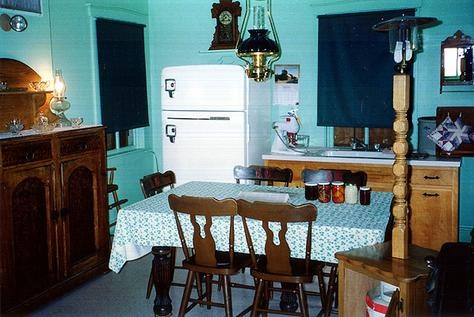 A typical amish kitchen the amish village lancaster for Amish kitchen cabinets lancaster pa