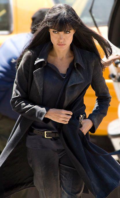 Angelina Jolie en la película Salt.                                                                                                                                                                                 Más