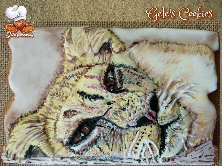 Galleta leona, royal icing, pintada a mano