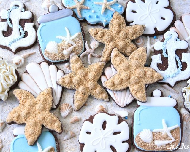 """Use royal icing and a """"secret"""" ingredient to make quick decorated starfish sugar cookies. ~tutorial"""