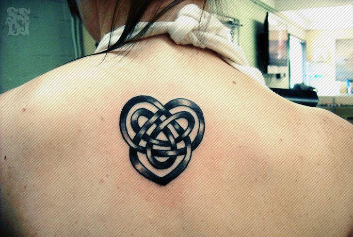 Довольно Кельтские Любовь Узел татуировки для молодых девушек
