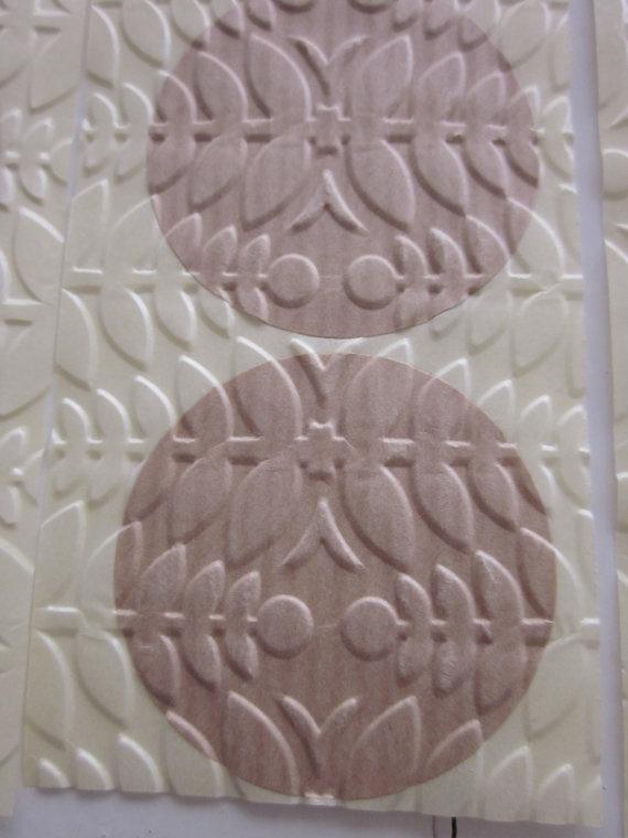Embossed stickers  Kraft papieren stickers geembost met een bladeren textuur --- Leuk als sluitzegel op een envelop of op cadeaus