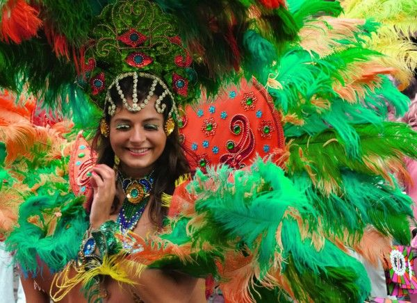 Women's costumes Carnival colorful feathers
