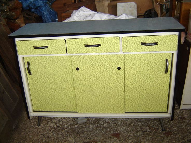 fabulous ancien buffet meuble bas en formica jaune et bleu annee vintage cuisine with meuble. Black Bedroom Furniture Sets. Home Design Ideas