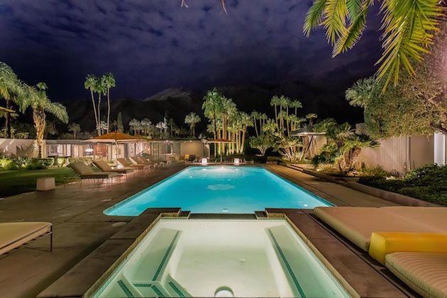 Casa de Leonardo di Caprio para alugar! Decoração maravilhosa. Que tal esse jardim com essa piscina maravilhosa?!