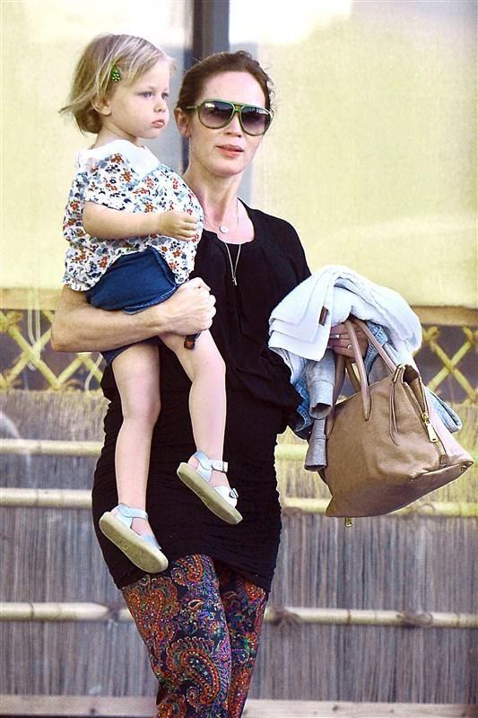 Emily Blunt and Hazel Krasinski - Celebs and their cute kids in 2016