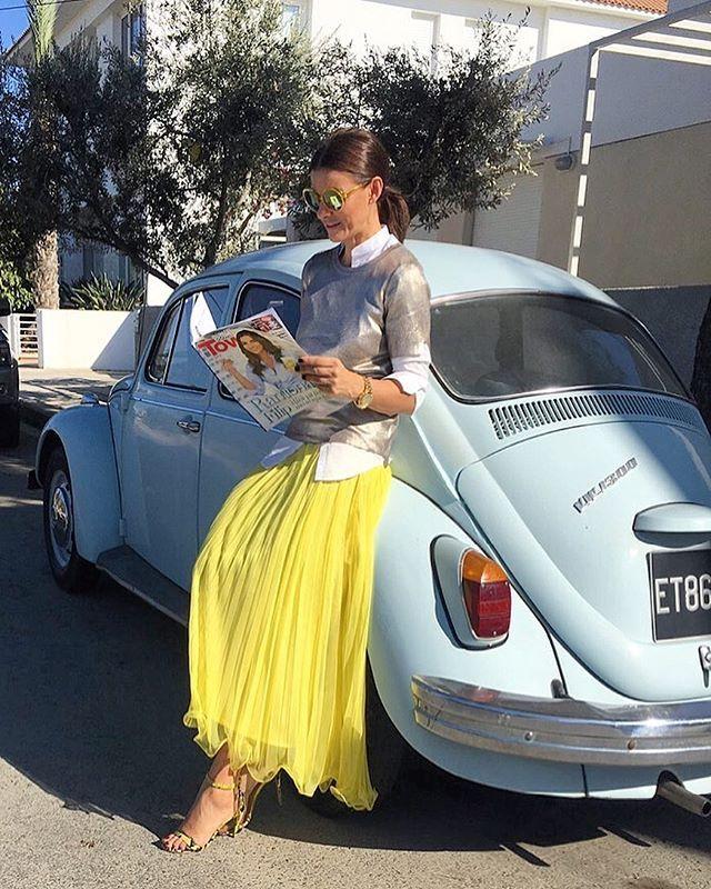 Sunday reading 😉 #RamonaFilip #styleoftheday #chilloutsunday #downtown #coverstory @zita.yogurt #RamonFilipSkirt