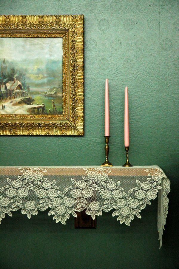Две розовые свечи