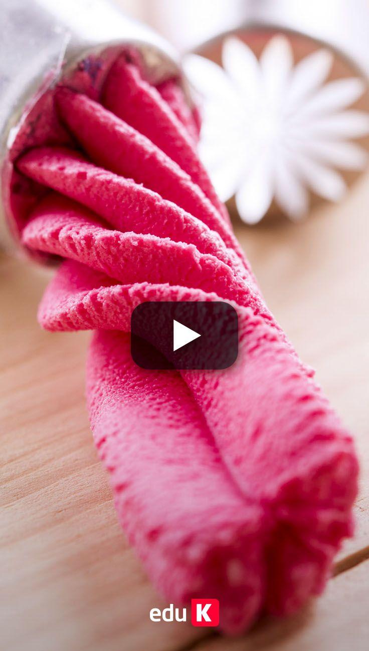 Aprenda a decorar os seus doces com bicos de confeitar ;)
