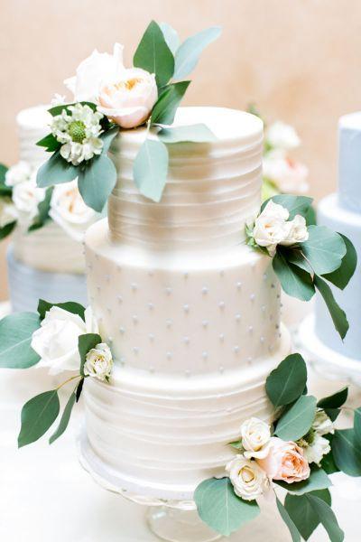 Torta nuziale con decorazioni floreali: per un matrimonio very chic! Image: 17