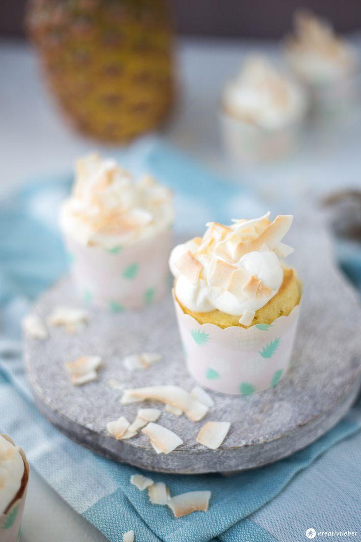 Heute zeigen wir euch ein Rezept für Ananas Kokos Cupcakes - super leckere sommerliche Cupcakes mit einem leichten Frischkäse-Ananas-Topping.