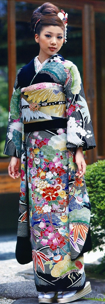 furisode 振袖 beautiful full color kimono with narrative scenes