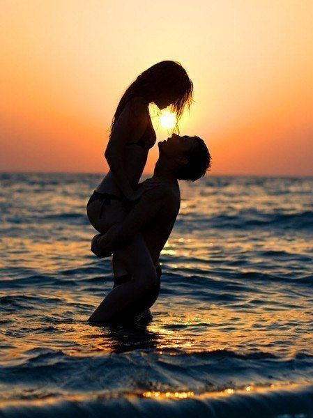 Первый человек, о котором ты думаешь утром и последний человек, о котором ты думаешь ночью — это или причина твоего счастья или причина твоей боли.