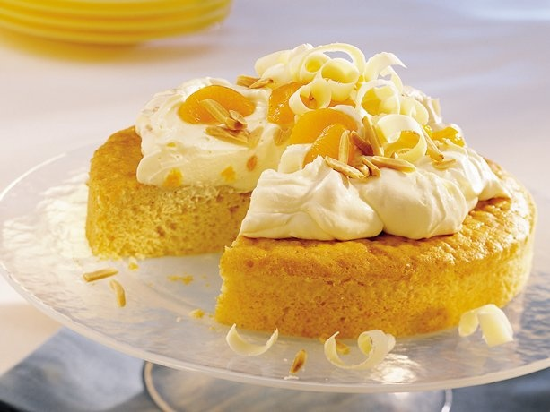 Orange Dream Cake - A fluffy cloud of pudding, whipped topping & oranges makes a melt in your mouth topper for this orange cake.