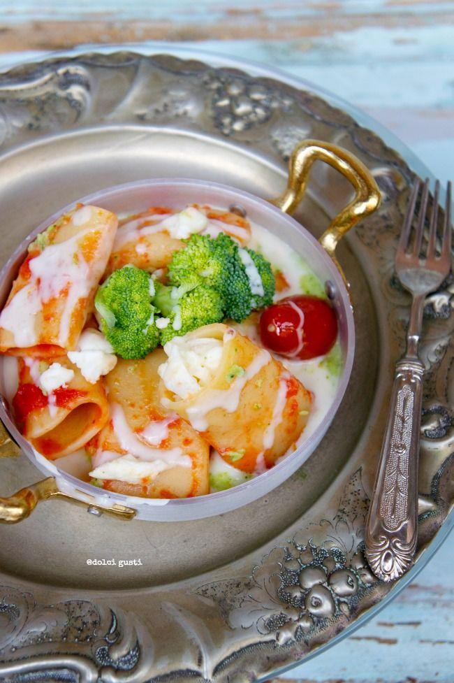 Paccheri con mozzarella di bufala, crema di broccoli e pomodorini
