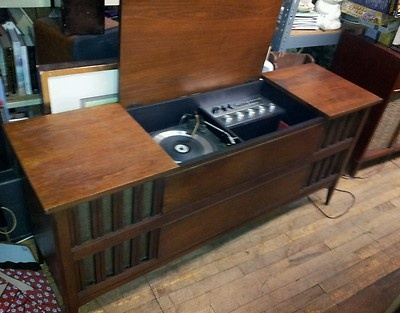 1967 Clairtone 711 Midcentury Danish Record Player Console