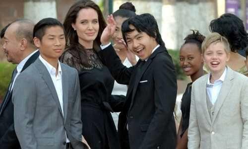 Angelina Jolie se llevó a sus seis hijos a Camboya para presentar nueva película