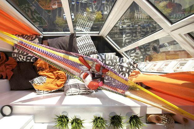 Фотография:  в стиле , Балкон, Мебель и свет, Ремонт на практике, Борис Бочкарев, Евгения Михайлова, студия Mango, как согласовать переустройство лоджии, утепленная лоджия, теплый пол на балконе, как обустроить кабинет на балконе, как обустроить закрытый балкон, как сделать на балконе комнату – фото на InMyRoom.ru