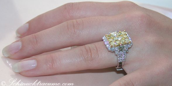 Magnificent yellow diamond ring with white diamonds » Juwelier ...