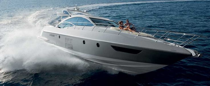 Azimut 62S    Azimut 40 protagonist of a special event in Venice and later presented to the public at the Cannes International Boat and Yacht Show together with the Azimut 45.  The new Azimut 60, 62S e l'Azimut 88 with a new decor, in world preview at the Genoa Boat Show.  Now you find them all here, in the section of the Azimut Yachts website devoted to the new models.