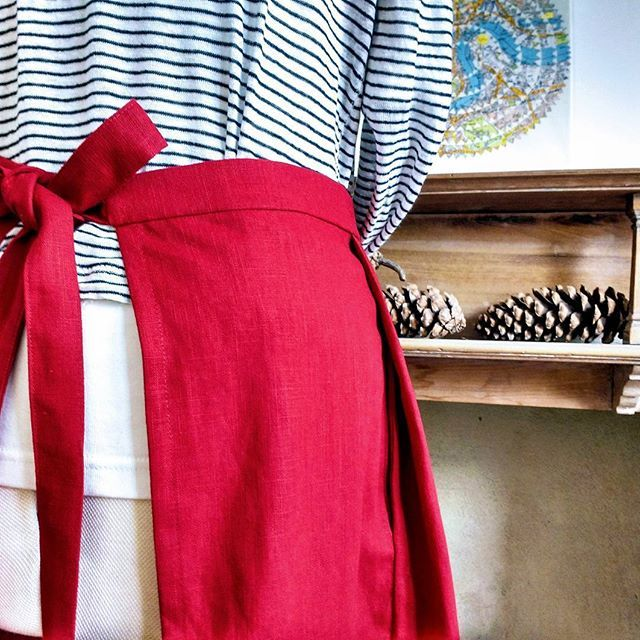 Red linen pleated apron - side seam pockets concealed behind pleats. Christmas present for Mum. (Who is not on social media!).  #linenaprons #halfaprons #homemadepresents