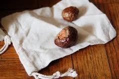 Creare un detersivo biologico con le noci indiane del sapone!  http://www.comepulire.it/2012/08/03/prodotti-per-la-pulizia/bucato-con-detersivo-biologico-le-noci-del-sapone/