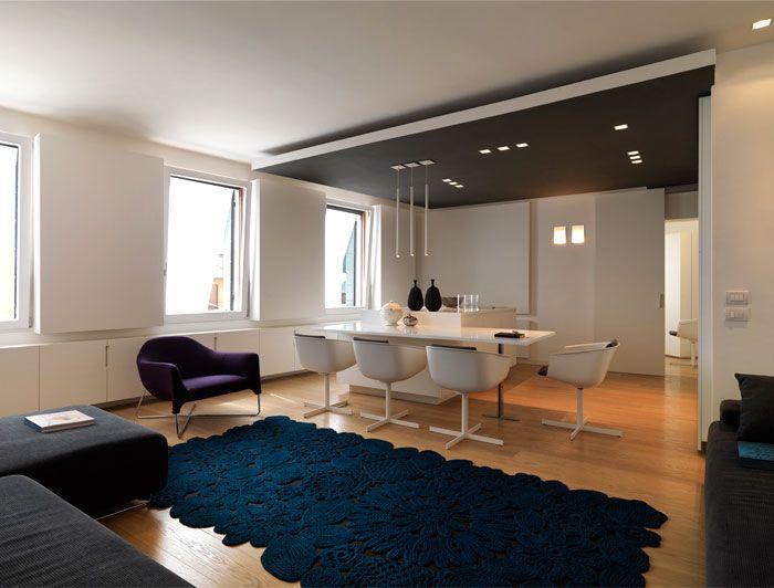 Modern Apartment Interior in Venice living room interior crochet carpet paola lenti
