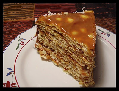 Torta de mil hojas (torte of a thousand leaves) - Made with manjar!!! Want this for my birthday!! I LOVE manjar (dulce de leche).