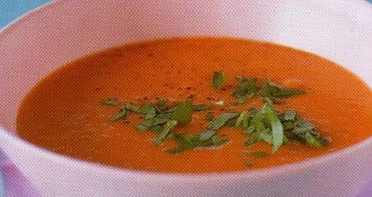 Een pittig soep van de oranje zoete aardappel.